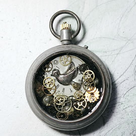 04hI-005 Steampunk Pendant watchcase, dial peace dove, beads and resin