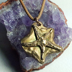 942u0-020 little bronze starfish pendant, handmade unique piece. on leather band