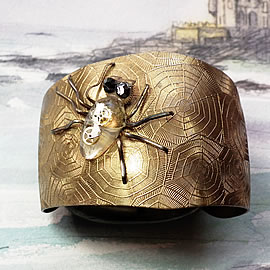 887K1-004 ajustable brass Cuff-bracelet , resine and cogs spider