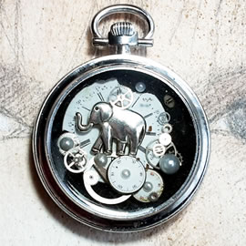 70hM-014 Steampunk pocket-watchcase pendant gears, dial, elephant in resin