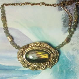 H22X-031-Handmade Bronze necklace with a Labradorite with violet,goldy & blue fllashes