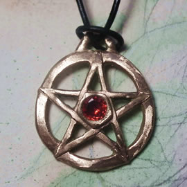 W42aZ-002 Wicca/gothic pendant, positiv pentagram  in  gold colour bronze +red SZirconia