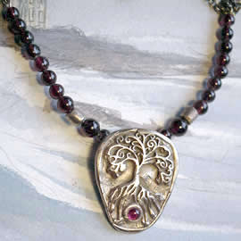 a22a-026 Necklace Yggdrasil bronze+garnet cab and beads