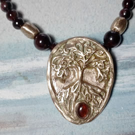 a22a-030 Necklace Yggdrasil bronze+garnet cab and beads
