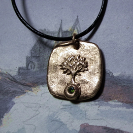a42a6-062 Yggdrasil Pendant, Celtic tree of ife in bronze+1 green C. zirconia,leather stra