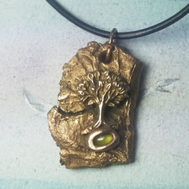 a42a7-033 Bronze pendant, meteorite-Yggdrasil the celtic tree of life+ real peridot