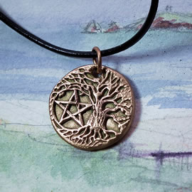 a42bp-050 Pendant little  Yggdrasil, celtic tree of life with a pentagram   in patined  go