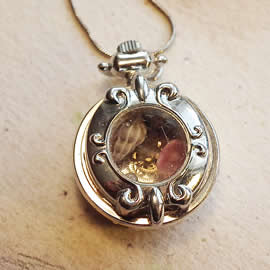 b-4bt-045 little watchcase pendant +cogs, corall flower, shells  and chain