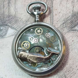 40hU1-025 Pendant beachcombing treasure, whale, pearls, old pocket watch case