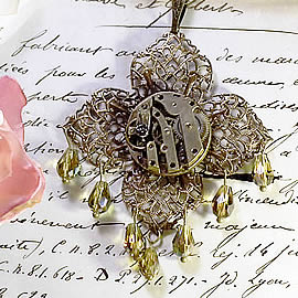b4fe-003 Steampunk Pendant stamping mecanism, cristal drops