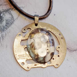 b4fv-008 Steampunk Pendant Mecanism, gears and resin
