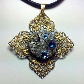 b4fe-016 Reversible Steampunk pendant filigree and  mecanism