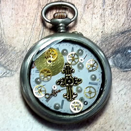 b4hC-004 Steampunk pocket-watchcase pendant gears, dial in resin