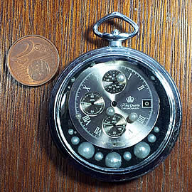 b4hzm-024 Steampunk pendant , vintage pocket watchcase, mdern  dial, beads