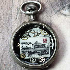 b4h--026 Unisex steampunk pendant  -Quiberon place Hoche, old pocket  watchcase