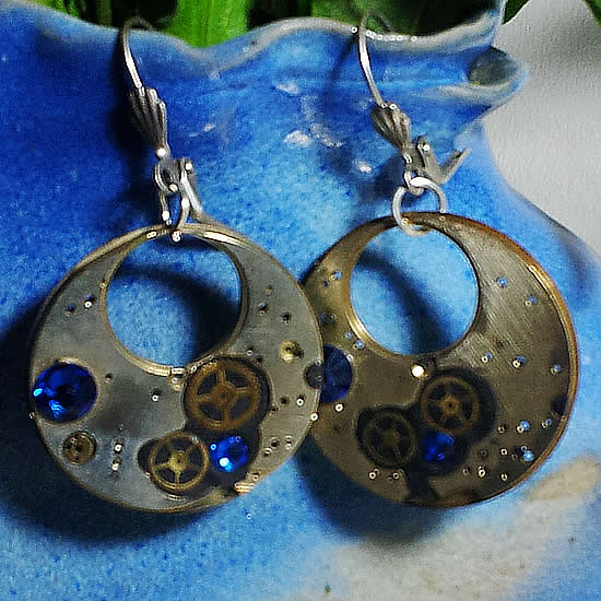 b6fk0-009 Steampunk earrings  gustav kimt style Mecanism, gears and blue  swarovski cabs