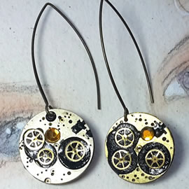 b6fk-016 steampunk earrings, gustav Klimt style gears, resin & yellow swarovskic cabs