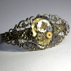 b7fv-002 Filigree Steampunk bracelet, resin, gears