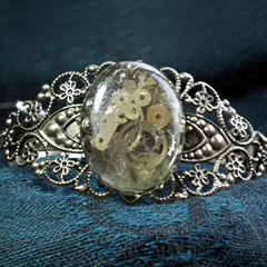 b7fv-003 Filigree Steampunk bracelet, resin, gears