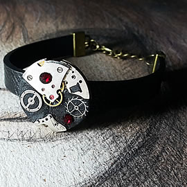 b7skp-007 Steampunk/Art-deco bracelet,black strap, cogs ,resin, red swarovski crystals