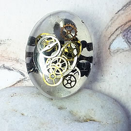 b9fw1-011 Bague steampunk ajustabLe, inclusion de  rouages sous resine,filigrane