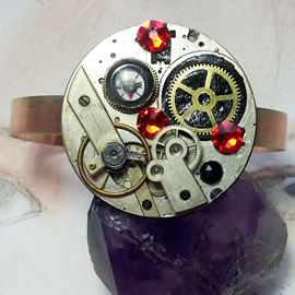 b9mky-014 Steampunk/Art-deco bracelet, cogs ,resin, compass,