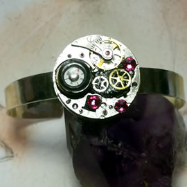 b9mky-015 Steampunk/Art-deco bracelet, cogs ,resin, compass,