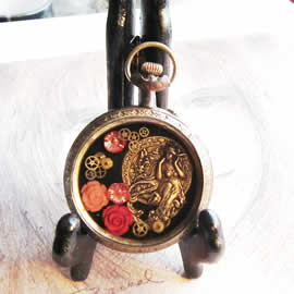 bzhE-002 little Steampunk decoration : watchcase Mucha, coral flowers and resin