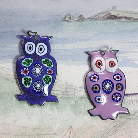 146p1-008   Pendants  little hauwks   in different colors of enamel with Murano millefior