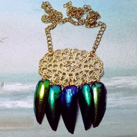 d2w1-005-little necklace blue,goldy and green green beetlewings and gilded filigree
