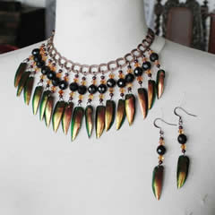 d0wb-009 Breast necklace copperish Beetlewings, cristal beads