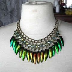 d0wb-010 Beetlewings-rainbow + iridescent  glass beads