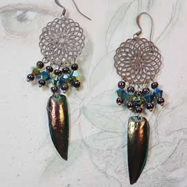 d6b1-041 Earrings  bronze colour metal, copperish beetlewings+swarovski beads