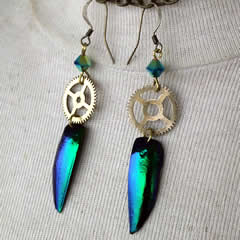 d6bf-012 Earrings, 2 beetlewings +gears +Swarovski crystal beads