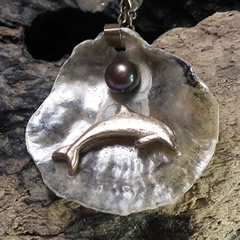 442U0-003 Pendant Handmade Bronze Dolphin,  grey sweetwater pearl & anomia  shell