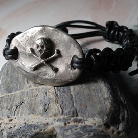 f710-004 Gothic bracelet  :  silver colour  bronze skull and black leather macrame