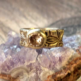 z92a-018 unisex ring medieval style. Bronze+champagne zirconia US 9.5(can be slighty widen