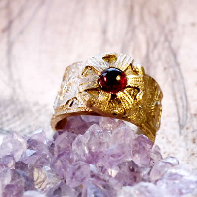 g92a-004 antic style Ring : bronze and garnet-red corindon  Size us 6