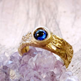 z92a-019 Unisex ring medieval style bronze+blue synt corindon us 9.3/4 can be widened to 1