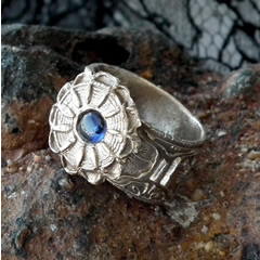 g92a-009 Antic style Ring in bronze & blue lab-corindon at your size