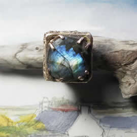 g92X-002 Antic style Ring in bronze &long Labradorite US: 6 can be widened to 6.3/4