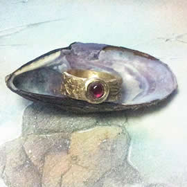z92a-020 Unisex medieval-renaissance  ring  bronze+synt red corindon cab  US 8 (widenable