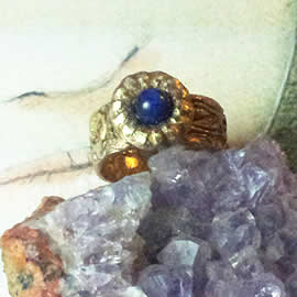 g92a-005 Ring : antic style in bronze with a lapis lazuli  cab US 9.7/8