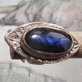 g92X-002 Antic style Ring in bronze &long Labradorite US: 4.7/7 can be widened to  5