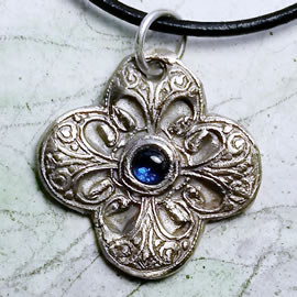 h41D-008 Renaissance pendant, silverbronze or copper +blue or red corundum(goldbronze too)
