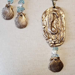 942Ja-007 Pendant little bronze Hippocampus with aquamarine chiops and sweetwater pearls