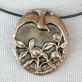 022I-020 Necklace bird & flowers art-deco in gold colour bronze(silver colour or copper po