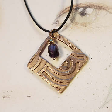 h42F-014 Little Art-deco Bronze pendant with  violet fluorite bead