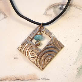 h42a5-017 Art-deco Bronze pendant with a bronze and aquamarine beads