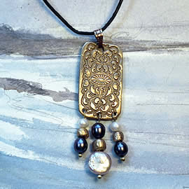 g42F-017 Bronze Pendant with real sweetwater pearls